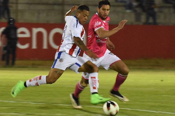Gabriel Báez se ha convertido en el motor defensivo que impulsa al ataque de los Coyotes Tlaxcala. / Everardo NAVA
