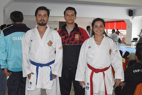 Los hermanos Yakín, Mar y Acasia González, presentes en la Universiada Regional como competidores y entrenador. / Everardo NAVA