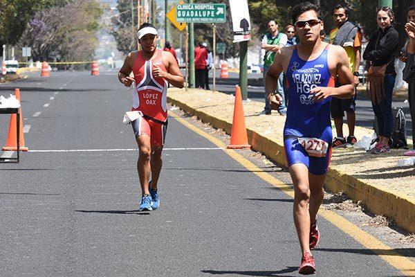 El atletismo dio por terminado el triatlón de la Universidad Regional. / Everardo NAVA