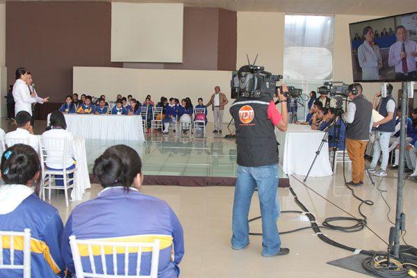 Alumnos presentan demostración de  conocimientos en programa de TV