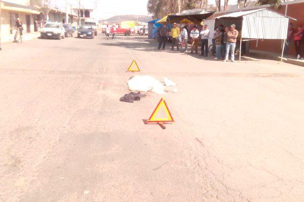 Muere peatón al ser  atropellado por tráiler en Tlaxco
