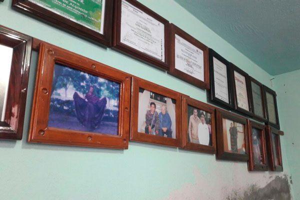 El hogar del artesano cuenta con alrededor de 30 reconocimientos. / Fabiola VÁZQUEZ