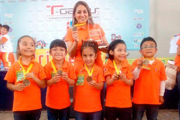 Gana Instituto Noyola primer  lugar en concurso de robótica
