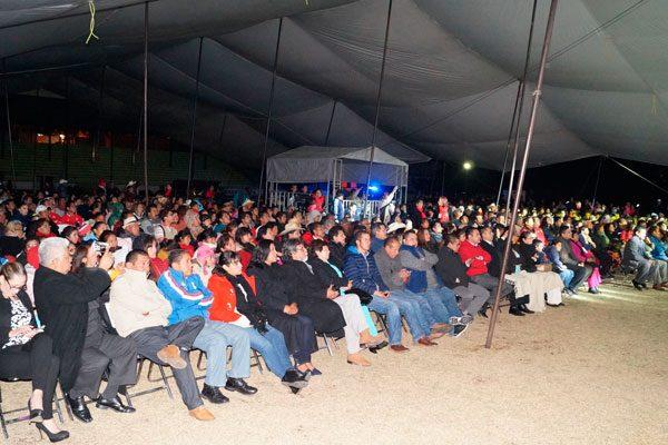 Habitantes del municipio e invitados especiales presenciaron la inauguración de la Feria de San José y el Pulque Nanacamilpa 2017. / Manuel MORALES