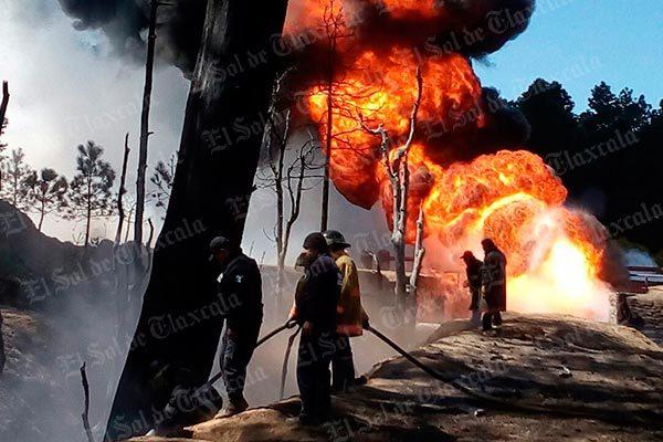 Incendio en ductos de Pemex moviliza a cuerpos de rescate y seguridad