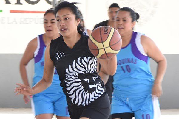 Acción del juego Máquinas vs Cadilac´s en Quiahuixtlán. /Everardo NAVA