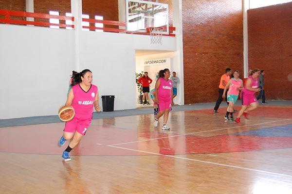 Obtiene Celtas arrollador triunfo en la liga femenil de basquetbol