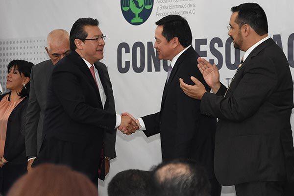 Reconoce Osorio Chong  labor de Marco Mena en  generación de empleos