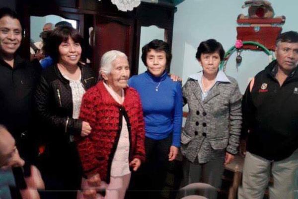 En compañía de su familia la festejada en sus 95 años
