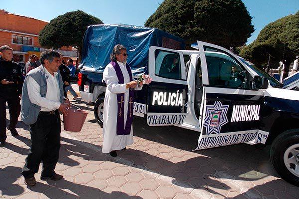 Dota ayuntamiento de Nanacamilpa, patrullas y personal a Seguridad pública
