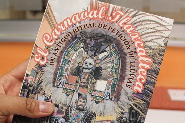 Presentan libro sobre el carnaval tlaxcalteca