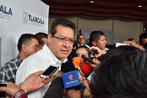 """""""Sí tenemos que trabajar de modo más cercano, como estamos promoviendo desde que arrancamos el gobierno, y también de modo más efectivo; tenemos que mejorar constantemente en equipo, en capacitación y en general en evitar que haya impunidad, se tiene que saber que si en Tlaxcala alguien comete un ilícito va a hacerse valer el peso de la ley"""" Marco Antonio Mena Rodríguez"""
