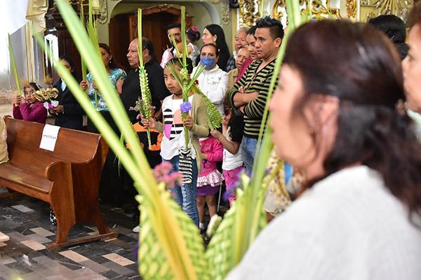 En las iglesias de todo el estado cientos de feligreses acudieron para bendecir las palmas con la finalidad de recordar la entrada de Jesús a Jerusalén en el inicio de la Semana Santa. / Héctor LORENZO