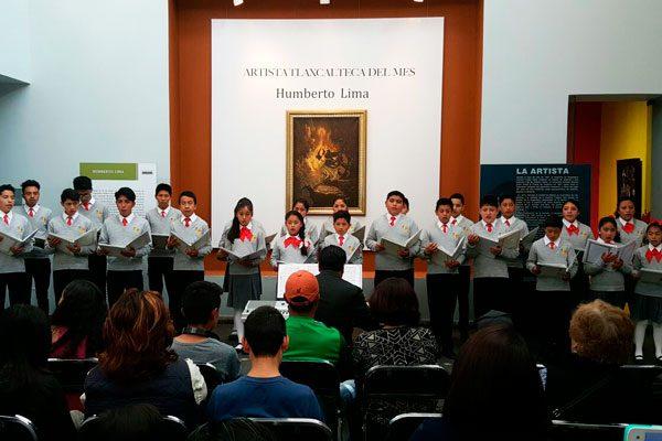 Deleitan coros infantiles y juveniles a asistentes en el MAT