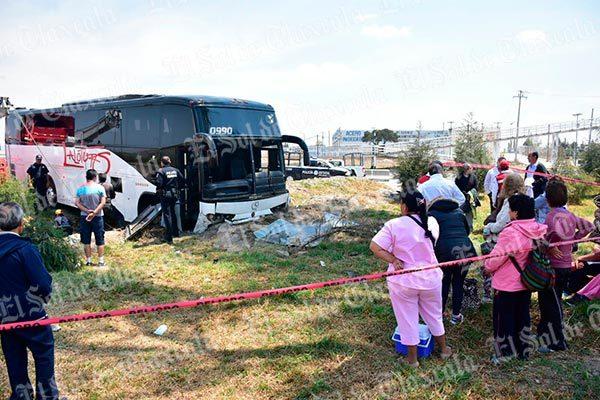[Video] Se accidenta autobús de turismo; resultan más de 10 lesionados