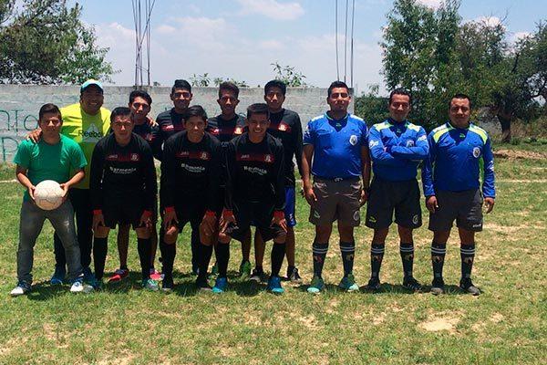La escuadra Liga Premier ganó por default el cuadrangular de futbol en Contla, pues sus rivales no se presentaron en el campo de juego. / Fabiola VÁZQUEZ