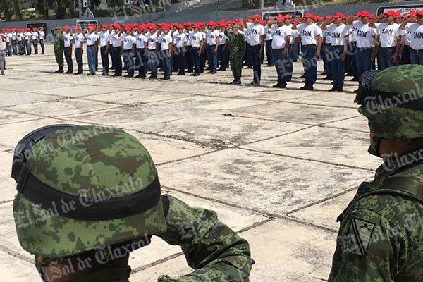 Soldados del Servicio Militar Clase 1998 juran lealtad a la bandera