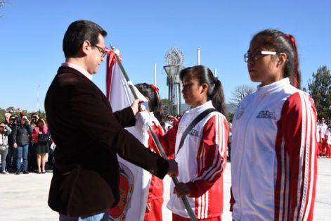El secretario de Educación Pública, Manuel Camacho Higareda, abanderó a la delegación deportiva. / Everardo NAVA