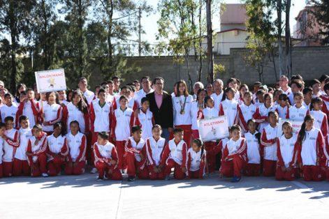 Parte del contingente tlaxcalteca que viajará al estado de Jalisco a los Juegos Nacionales Escolares de la Educación Básica. / Everardo NAVA
