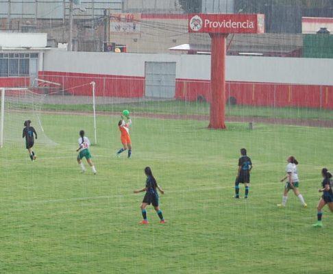 Con goleada, Coyotas pasa a semifinales de la Limeffe