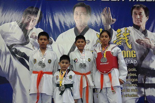 Sobresalen taekwondoínes tlaxcaltecas en justa poblana