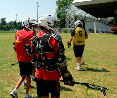 El equipo de lacrosse jugó un partido amistoso con escuadras combinadas entre tlaxcaltecas e integrantes e a liga máster del IPN. / Fabiola VÁZQUEZ