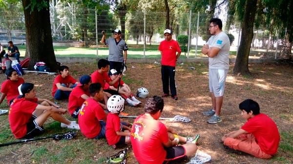 Los jugadores tlaxcaltecas participaron en la clínica de lacrosse, para mejorar su técnica impartida por el IPN. / Fabiola VÁZQUEZ