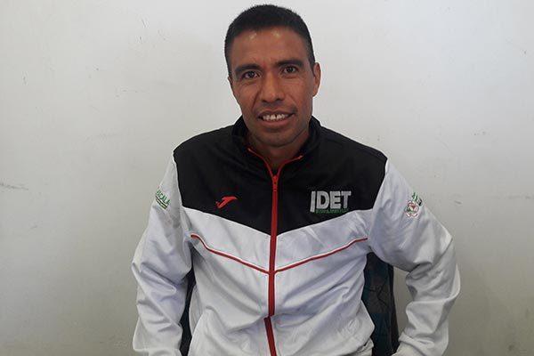 El maratonista Francisco Bautista impartirá entrenamientos de atletismo en la comunidad de San Miguel Xaltipan, en Contla. /Everardo NAVA