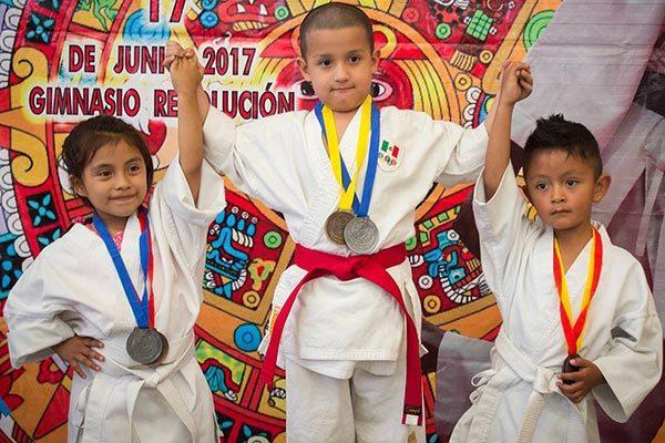 En el torneo anual Bushi No Seishin compitieron niños desde los cinco años de edad hasta adultos, como parte de su preparación rumbo al Campeonato Nacional de Shotokan Karate Do en México. /Everardo NAVA