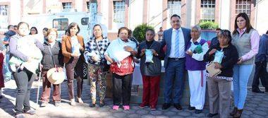 Entregan despensas a familias vulnerables de Tetla