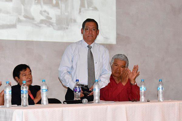 """Presenta Elpidio Morales folleto sobre """"Historias de Zacatelco"""""""