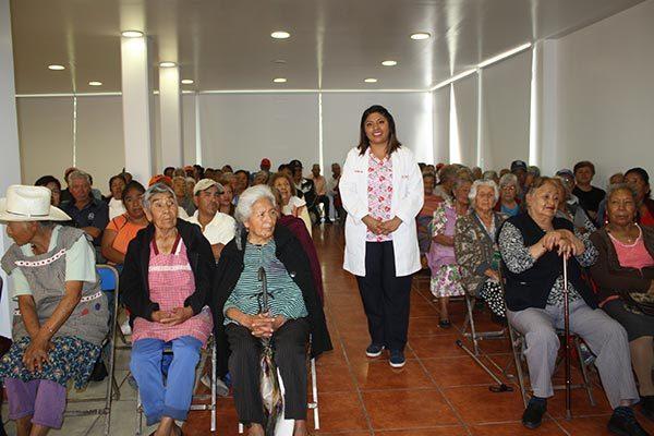 Atiende DIF problemas dentales en adultos mayores de Zacatelco
