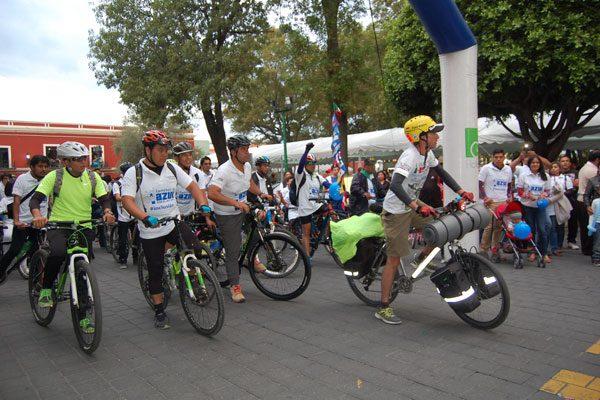 Ciclista chileno inicia reto para concientizar  sobre el autismo en Tlaxcala