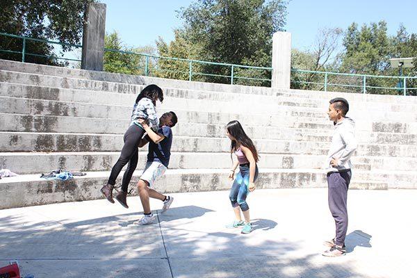 """Conjuntan baile y danza en el proyecto """"Cuerpos de la tierra"""""""