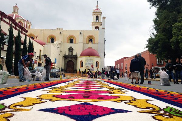 Elaboraron humantlecos 30 alfombras por Corpus Christi