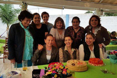 Mónica Cuéllar partió pastel por su cumpleaños