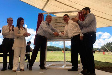 Gerardo Ruíz Esparza, titular de la Secretaría de Comunicaciones y Transportes, inauguró el Compromiso de Gobierno (CG) 250 referente a la modernización de carreteras, que beneficiará a 285 mil habitantes. / Héctor LORENZO