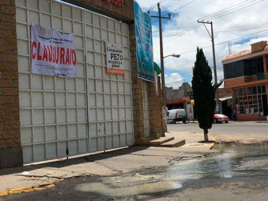 [Video] Excreta Morphoplast su drenaje a la calle