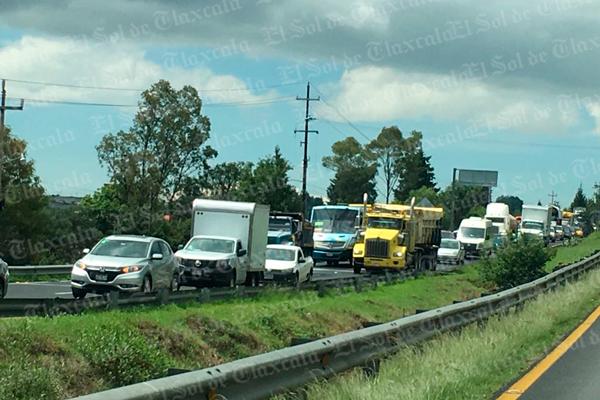 Trabajos de SCT provocan tránsito lento en carretera Apizaco-Tlaxcala