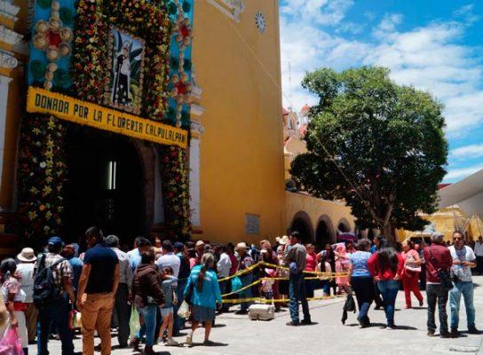 Arriban cientos de visitantes a parroquia de San Antonio en Calpulalpan