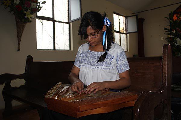 Mujeres toman los salterios en Altzayanca