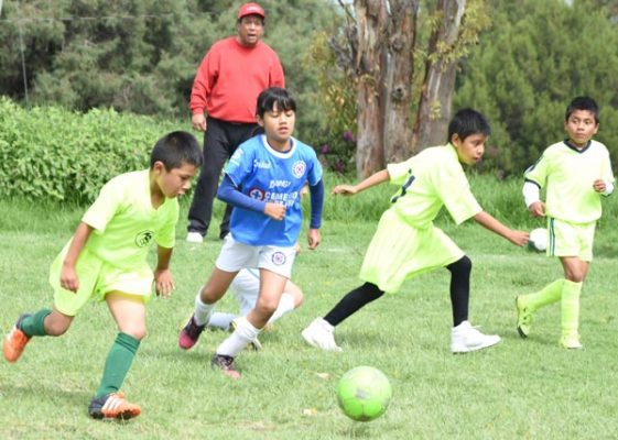 Diana Altamirano Mora hereda de su familia la práctica del futbol
