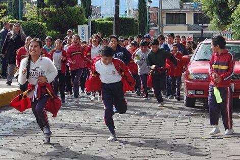 Niños y adultos participaron en la Caminata por la Salud, para fomentar la práctica del deporte en la comuna. /Fabiola VÁZQUEZ