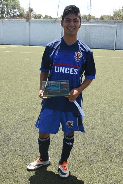 Jorge Ortiz Cortés, campeón goleador del torneo juvenil de la categoría 2001-2002 de la cancha Zona 7. /Everardo NAVA