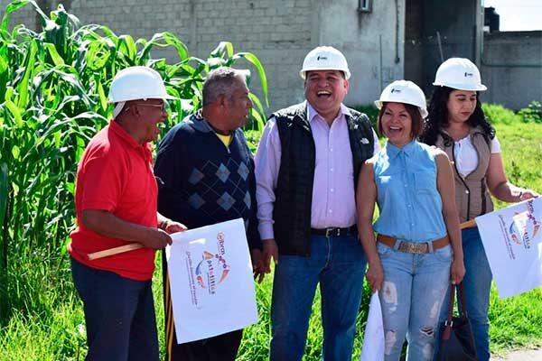 El alcalde Eloy Reyes Juárez dio el banderazo a la obra de pavimentación que se ejecutará a partir del mes de julio y hasta el 19 de agosto próximo. /Moisés MORALES