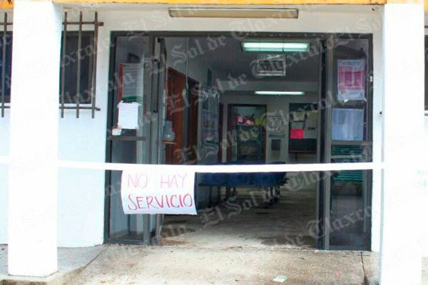 Otra vez se inunda Centro de Salud de Tepetlapa; el servicio fue suspendido