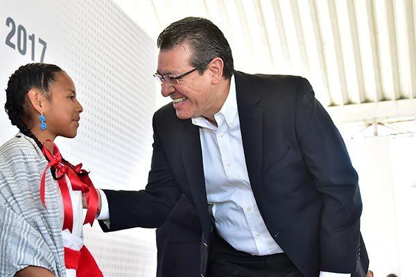 Ingrid Conde Bautista, de 10 años de edad, agradeció, a nombre de sus compañeros, los apoyos recibidos por parte del Gobierno del Estado. /Héctor LORENZO