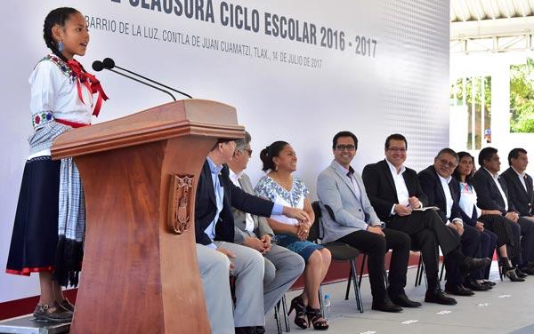Asombra Ingrid con discurso en inglés y náhuatl