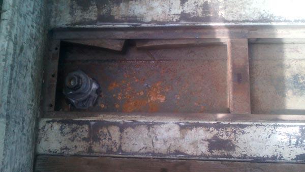 En el vehículo fue localizado un contenedor oculto en el piso de carga, el cual se encontraba abastecido con 350 litros de gasolina. /EL SOL DE TLAXCALA