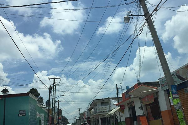 Piden zacatelquenses supervisen el cableado de avenida Libertad